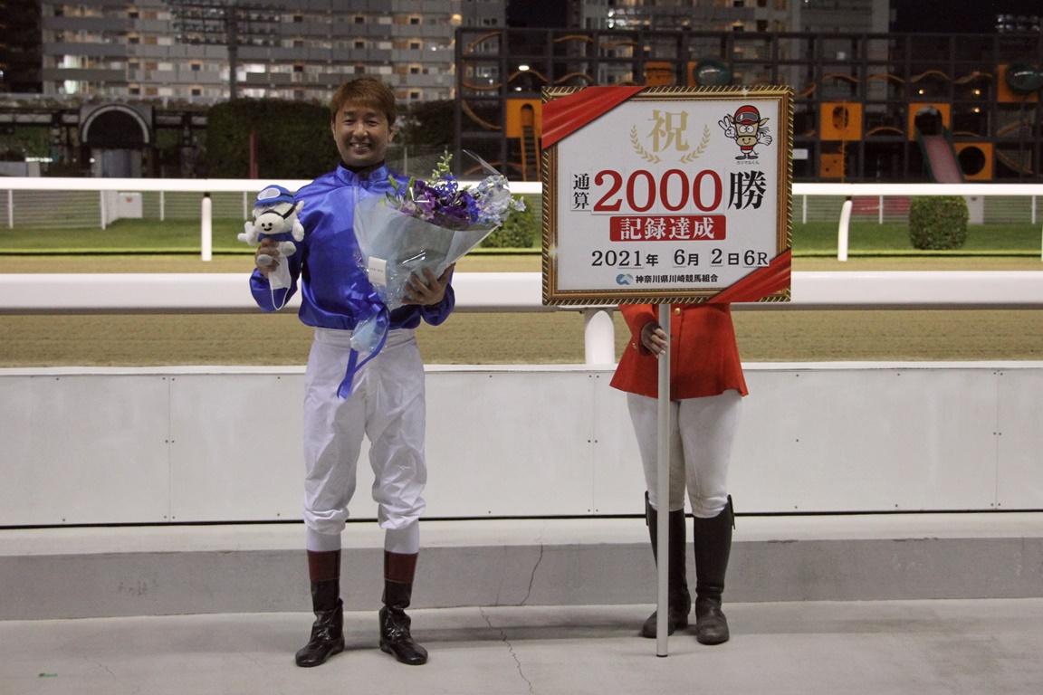 210614 酒井忍騎手2,000勝達成報告会-03
