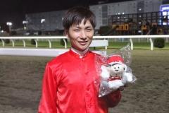 210914 山崎誠士騎手 1,600勝達成-05