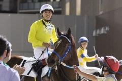 210916 町田直希騎手 1,100勝達成-02