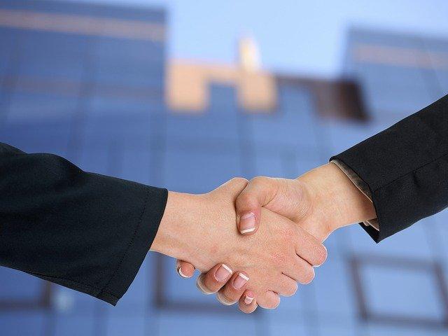 handshake-3298455_640.jpg