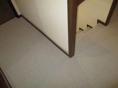 2F廊下のカーペット