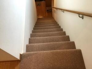 既存の階段カーペット