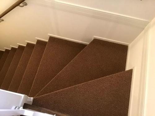 階段カーペット貼り(踏面(ふみづら)のみ)