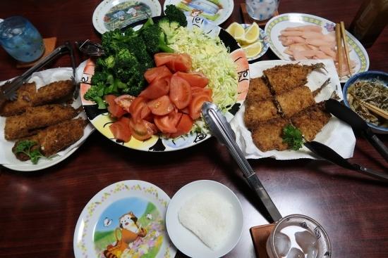 秋刀魚フライ、キャベツ&ブロッコリー&トマト