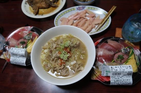 海鮮丼、岩下の新生姜、豚汁