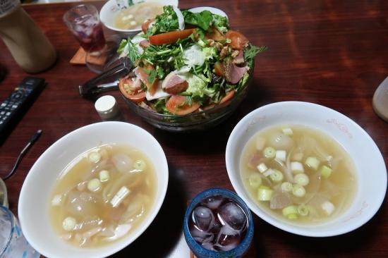 岩下の新生姜入り鴨ねぎ汁、合鴨燻製と春菊ルッコラ胡桃入りサラダ
