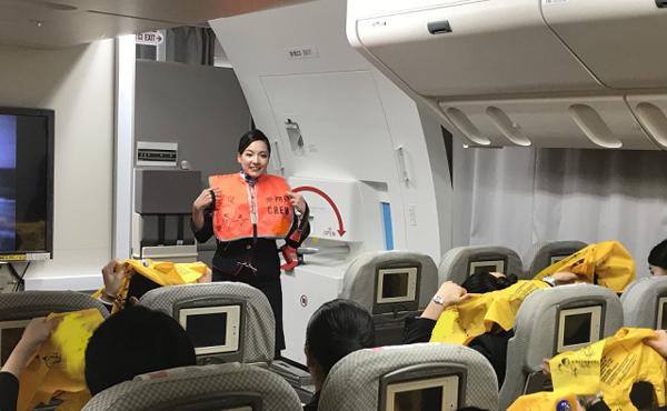 JALは、 客室乗務員による「お仕事講座」を開催!