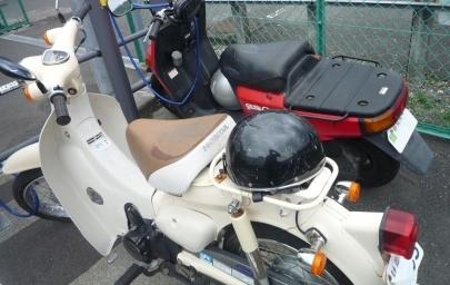 スーパーカブSuper Cub(JBH-AA01)AA02E型2007年9月~2012年5月ヤマハUA03JギアC駐輪場JR興津駅