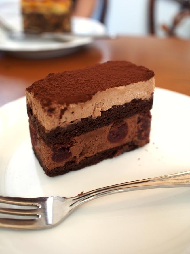 関市「パリブレスト洋菓子店」 チェリーとチョコレートのケーキ