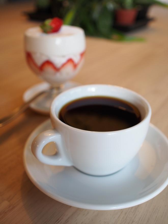 ワークベンチコーヒー 珈琲と苺のショートケーキ