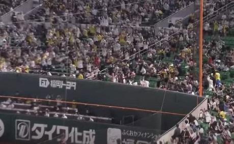 2021年5月4日この中にはぁちゃんはいるのだろうか福岡paypayドームの外野スタンド
