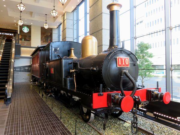 青梅鉄道公園からCIAL桜木町アネックスに移設された110号蒸気機関車。当時の資料を元に客車も再現された。