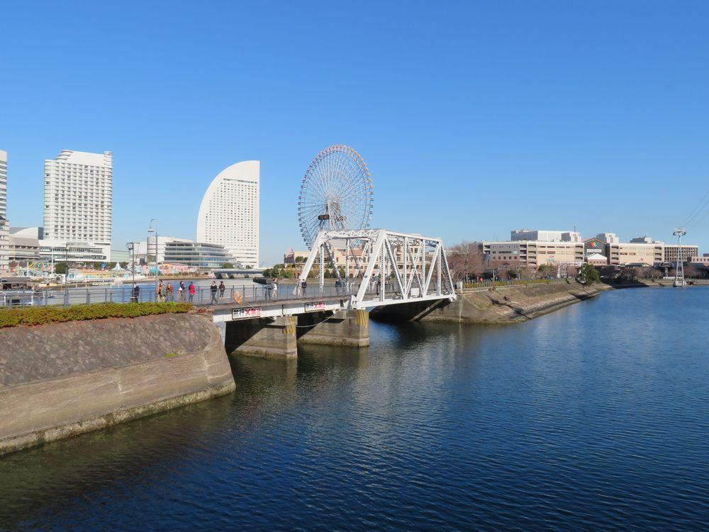 みなとみらいにある汽車道。高輪築堤と同じく海を埋め立てて作られた線路跡。