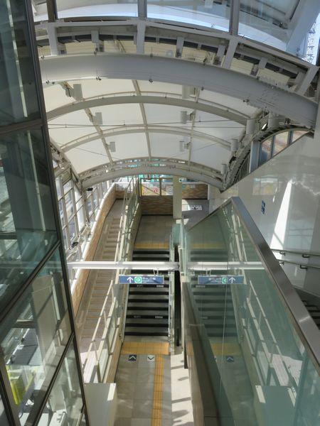 1番出口内部は階段とエレベーターが収められている。