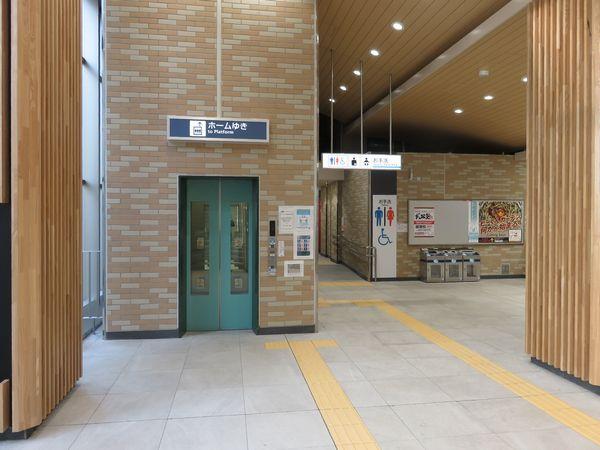:同じ場所から反対側を見る。旧改札跡地はトイレに変わった。