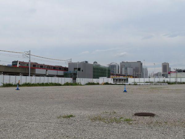 駅舎建設中の京葉線幕張新駅