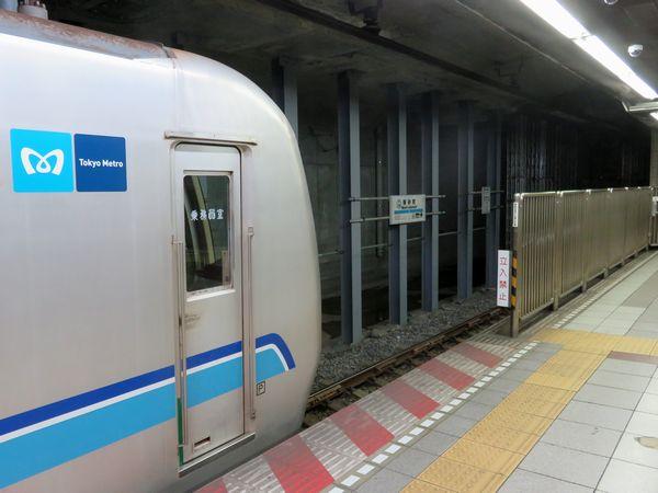 新ホームへつながるトンネルが見え始めた南砂町駅