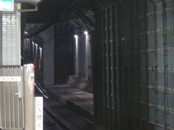 ホーム西船橋寄りの先はトンネル解体が完了した