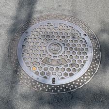 三島市のマンホール(幾何学模様)