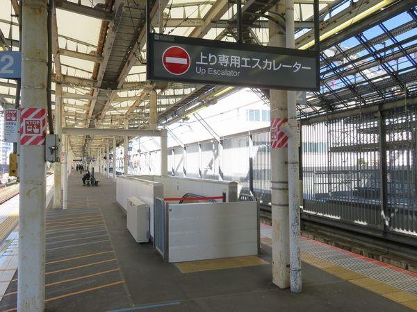 2018年4月に新設された横須賀線ホーム横浜寄りの入場専用エスカレーター