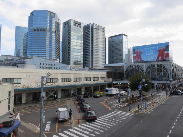 品川駅高輪口。今後京急品川駅地平化、第一京浜の拡幅とバスターミナルの整備などが予定されている。