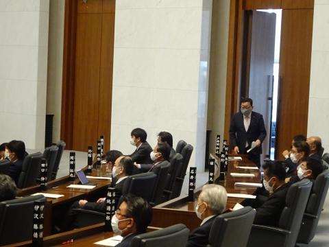 「臨時議会・総務企画委員会が開かれました。」④