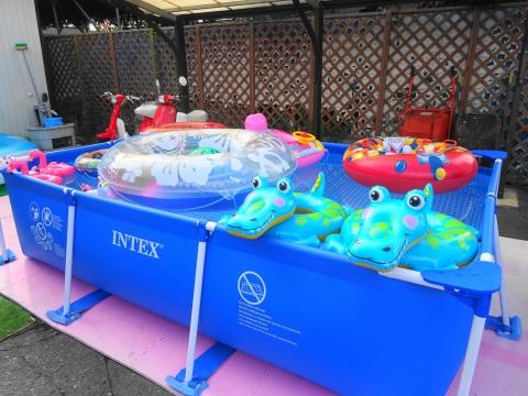 令和3年8月28日「お孫ちゃんの為にプールを綺麗にしてあげました!」