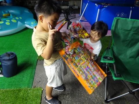 「お孫ちゃんたちが、花火大会をやっていました!」①