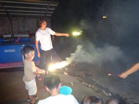「お孫ちゃんたちが、花火大会をやっていました!」⑤