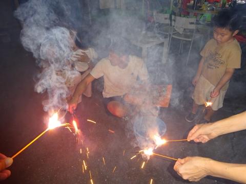 「お孫ちゃんたちが、花火大会をやっていました!」④